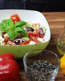 Griechischer Bauernsalat mit Bärlauchöl