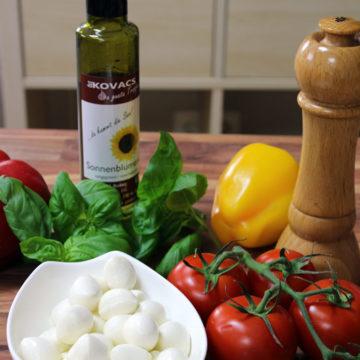 Tomate trifft Mozarella und Basilikumoel